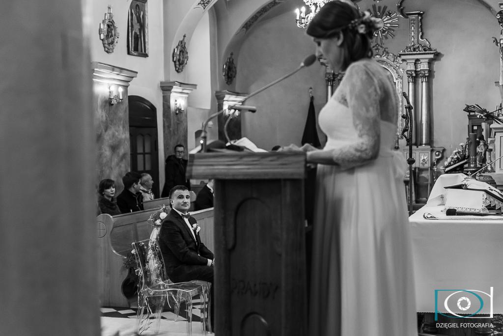 Fotografia ślubna - woźniki kościół