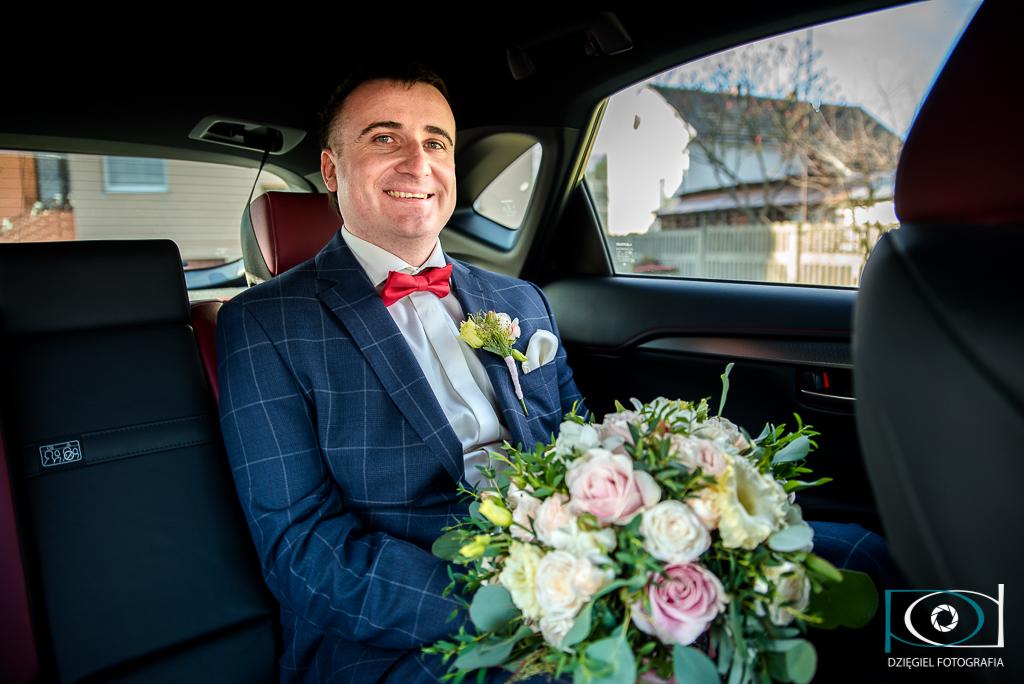 w samochodzie Fotografia ślubna