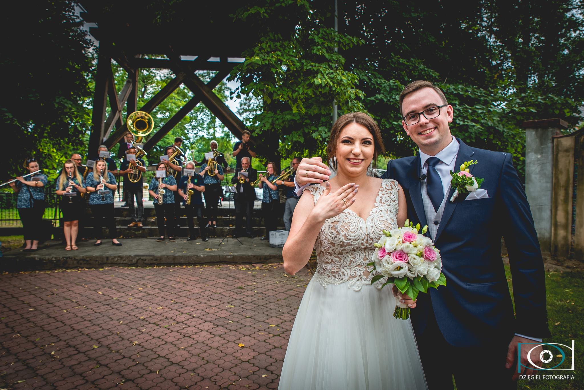 w plenerze- ślub