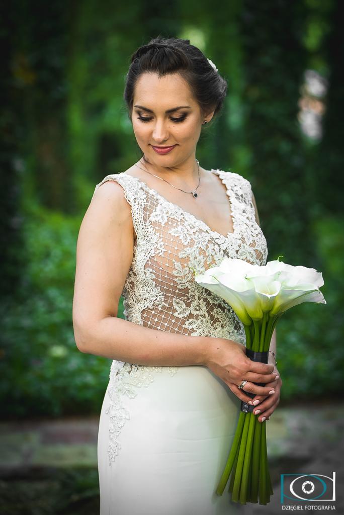 portret ślubny z kwiatami