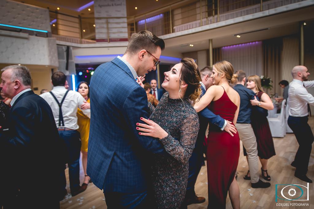 narzeczeni tańczą- wesele