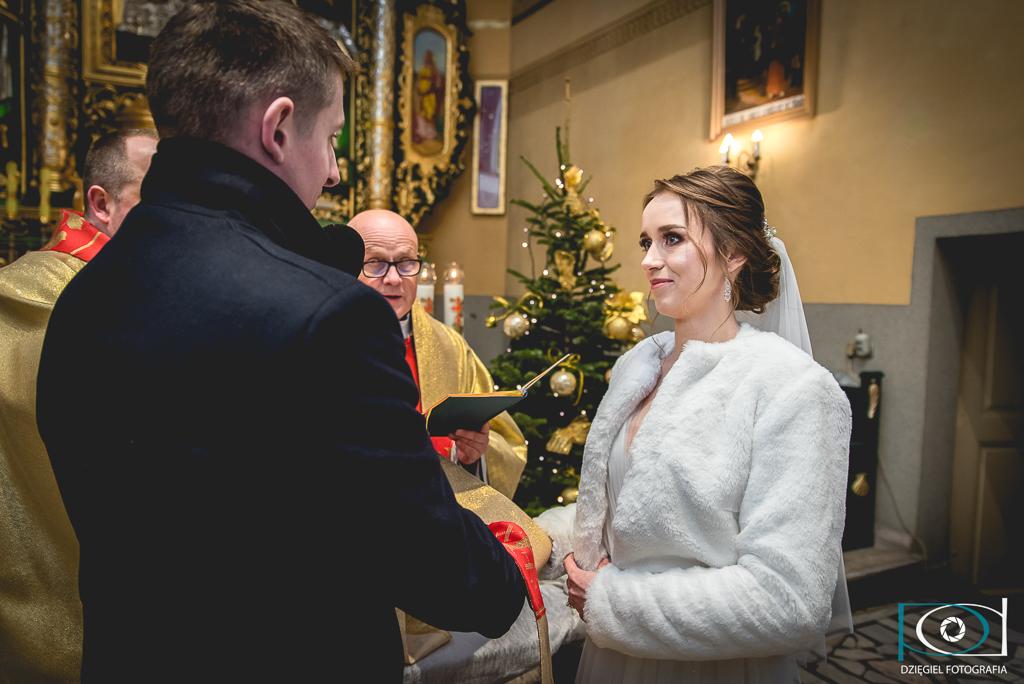 przy ołtarz -ślub