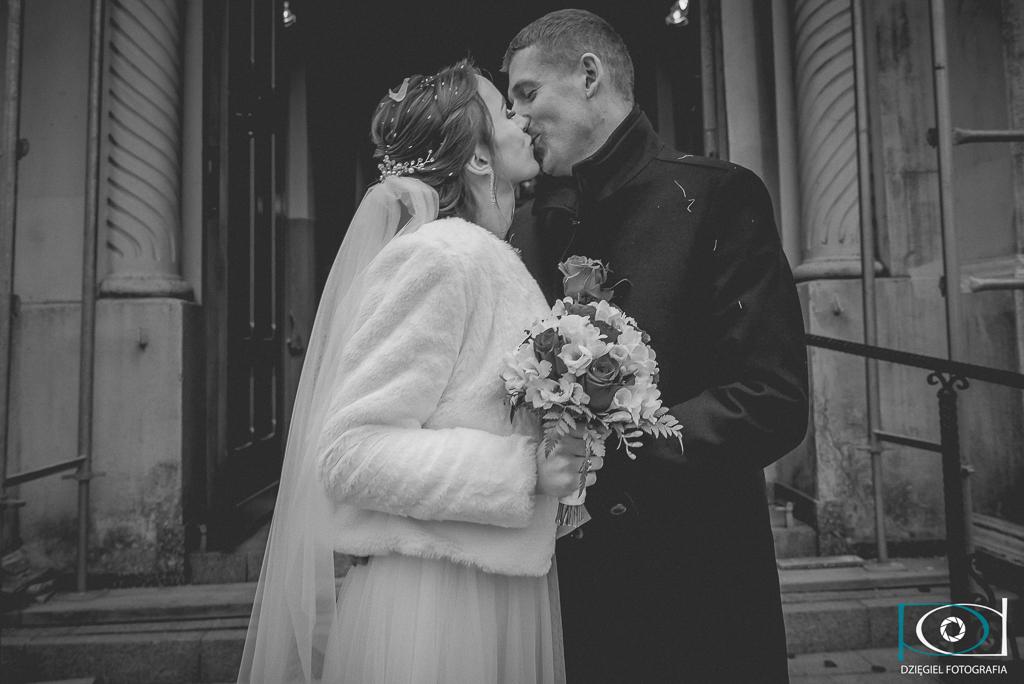 miłosny pocałunek -ślub