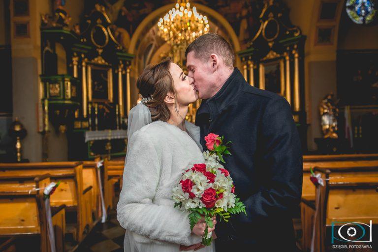 pierwszy pocałunek jako małżonkowie