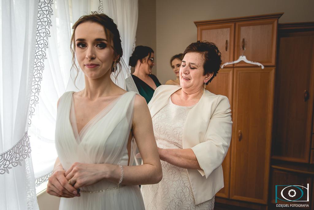 przygotowania do ślubu, mama i Pani Młoda