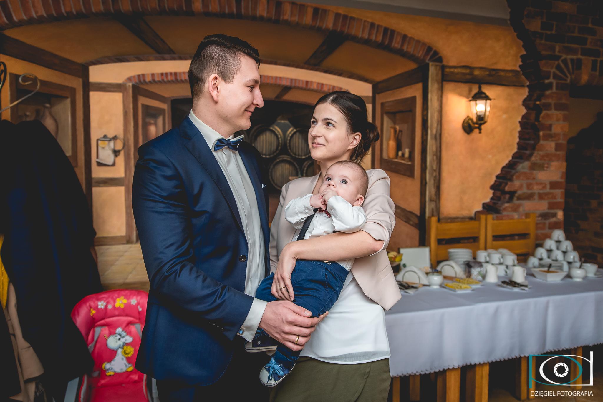 reportaż z chrzcin, zdjęcie rodzinne, fotograf